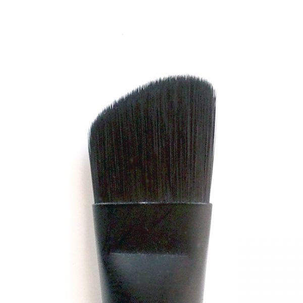 Angled Eye Defining Brush tip
